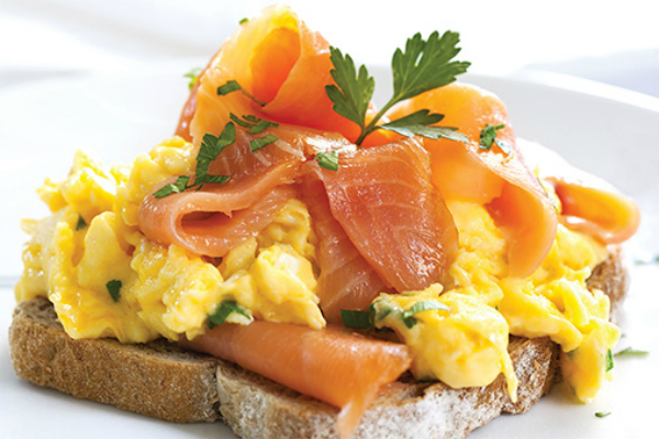 SCRAMBLED EGGS WITH SMOKED SALMON – MY HEALTHY LIFESTYLE